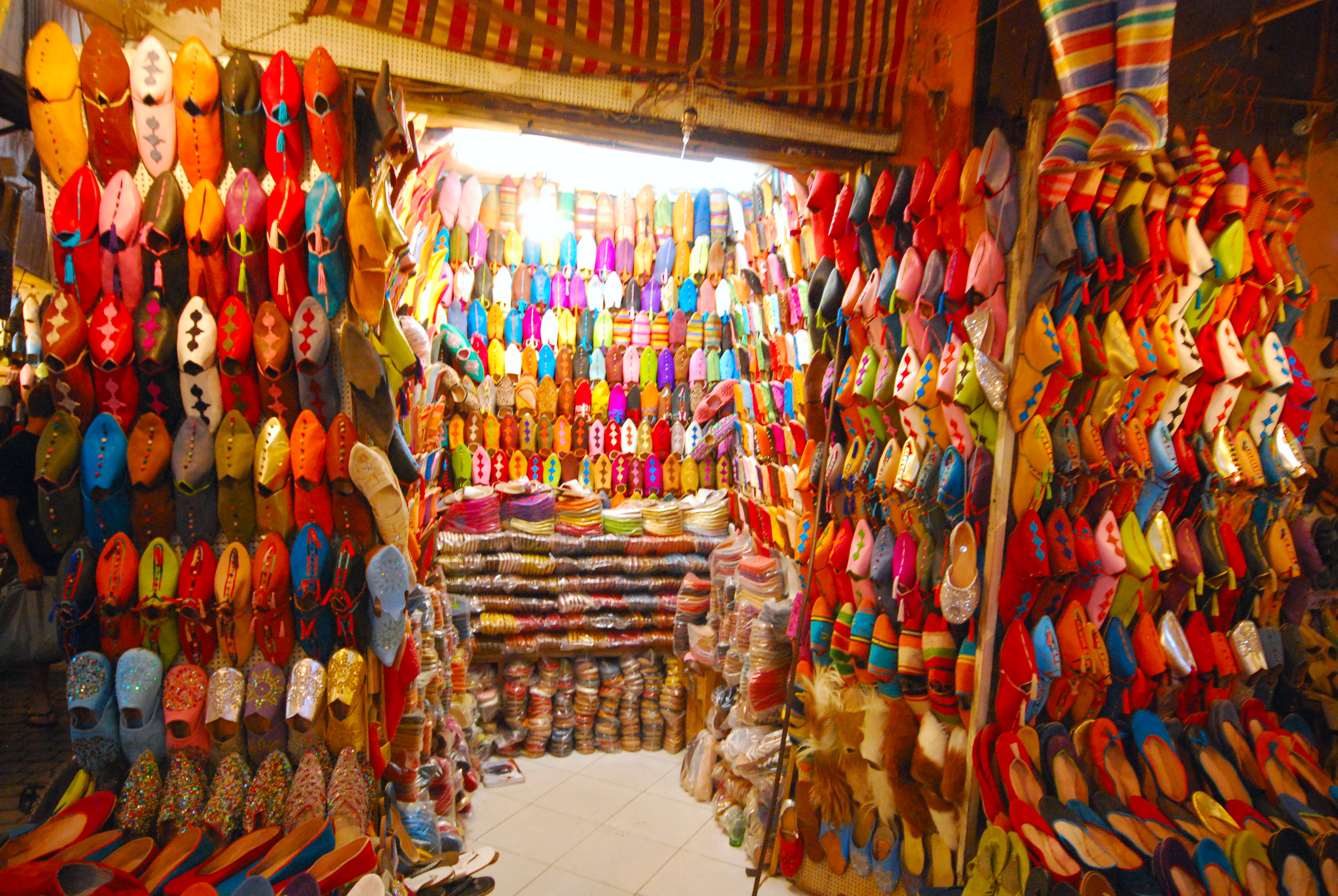 Обувь на базаре. Марракеш